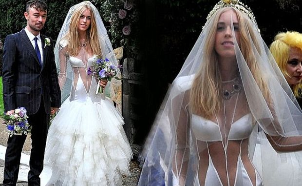 a289bcffd Ugly Wedding Dresses You Won't Believe People Wore