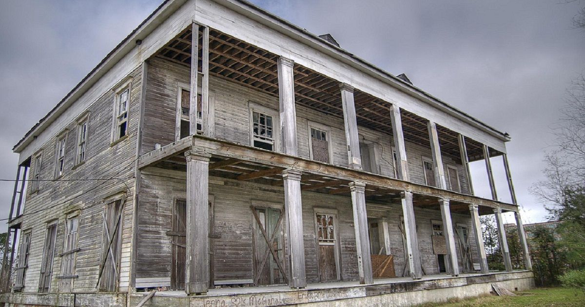 Ghosts Of The Deep South Louisianas Most Haunted Properties
