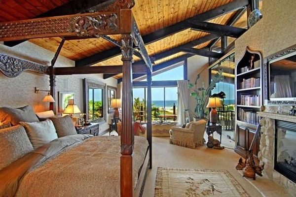Kurt Russell and Goldie Hawn's Beach Mansion